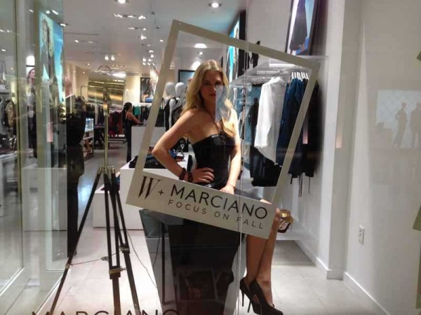 marciano living mannequins (4)