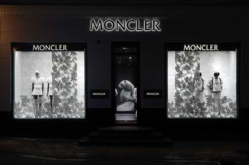 sports shoes 19e0b 2b150 Moncler Opens Flagship Boutique in Moscow - Store Windows at ...