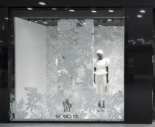 moncler store window malpensa airport